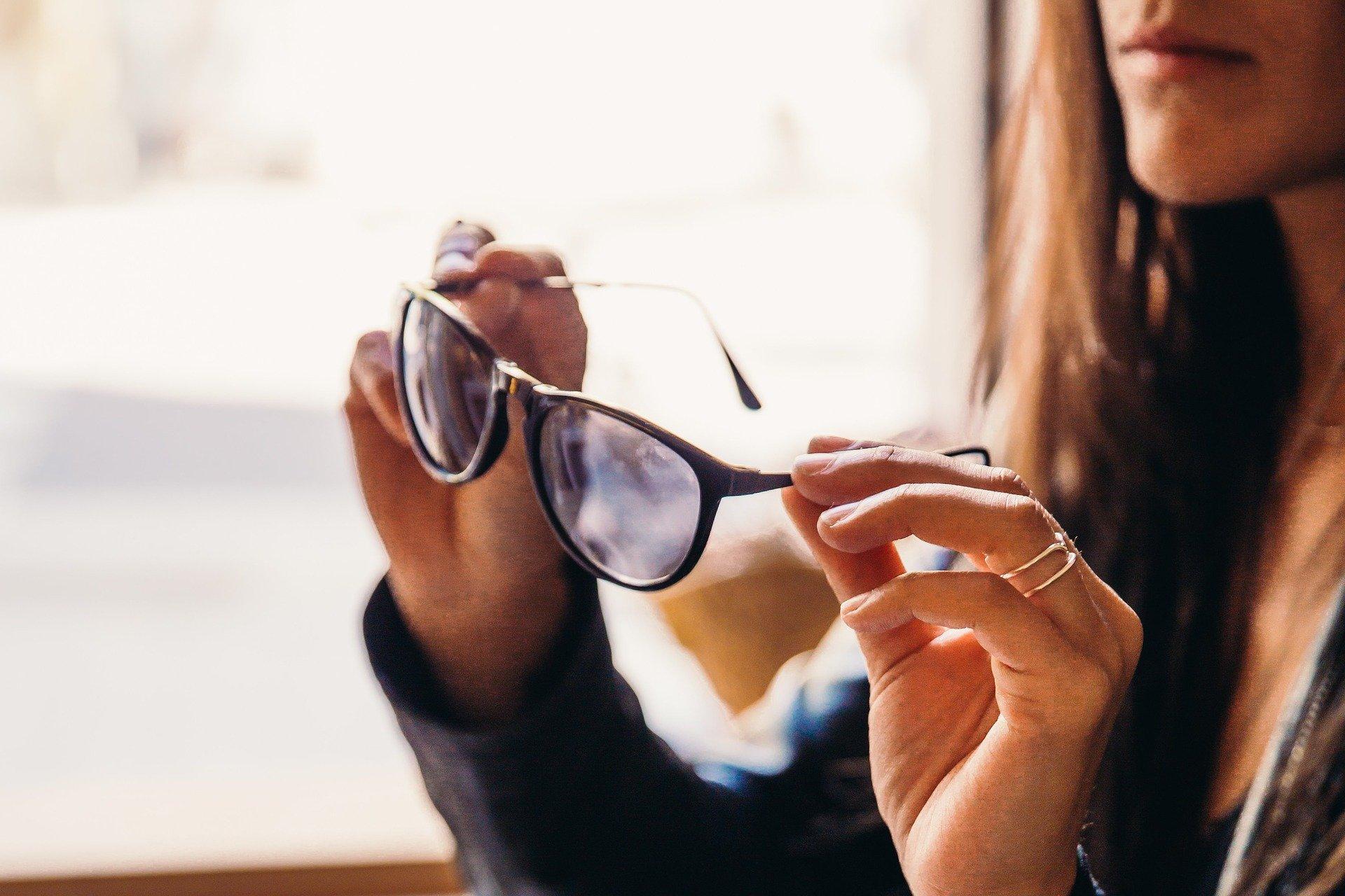 -come disinfettare gli occhiali
