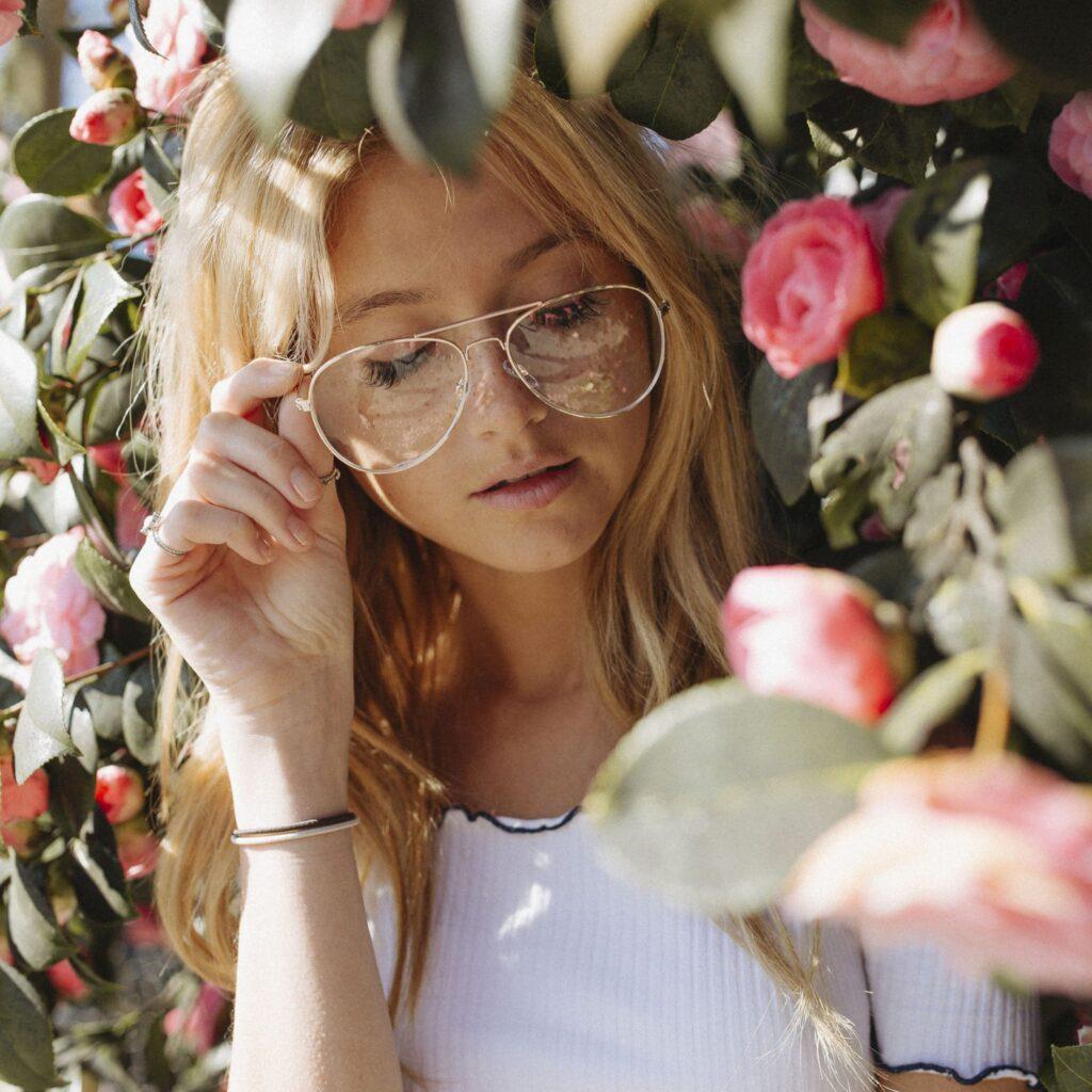 Come truccarsi con gli occhiali (da vista e da sole)